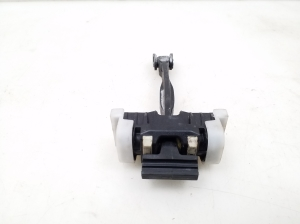 Rear side door opening limiter