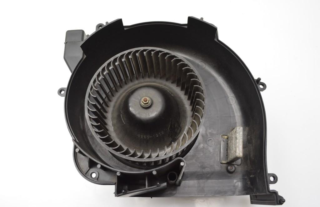 Salono pečiaus varikliukas