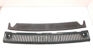 Engine cover grille
