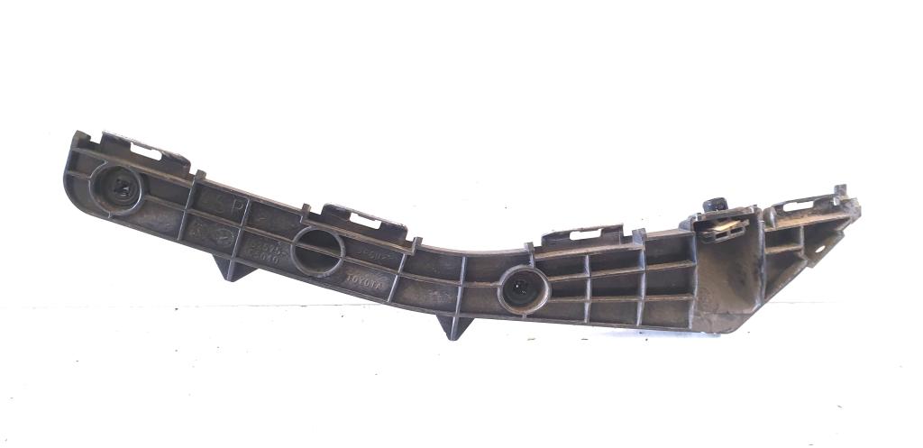 Rear bumper bracket